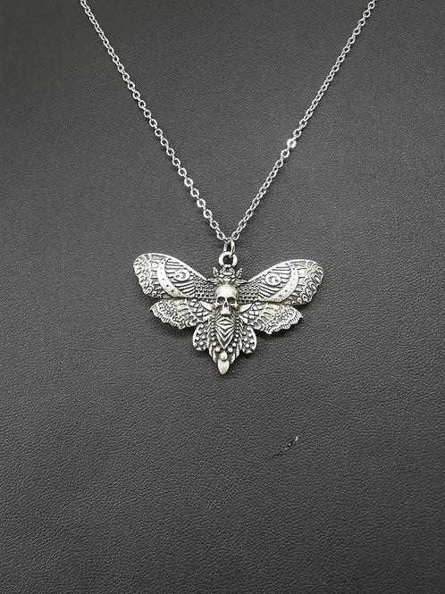 Collier papillon et crâne