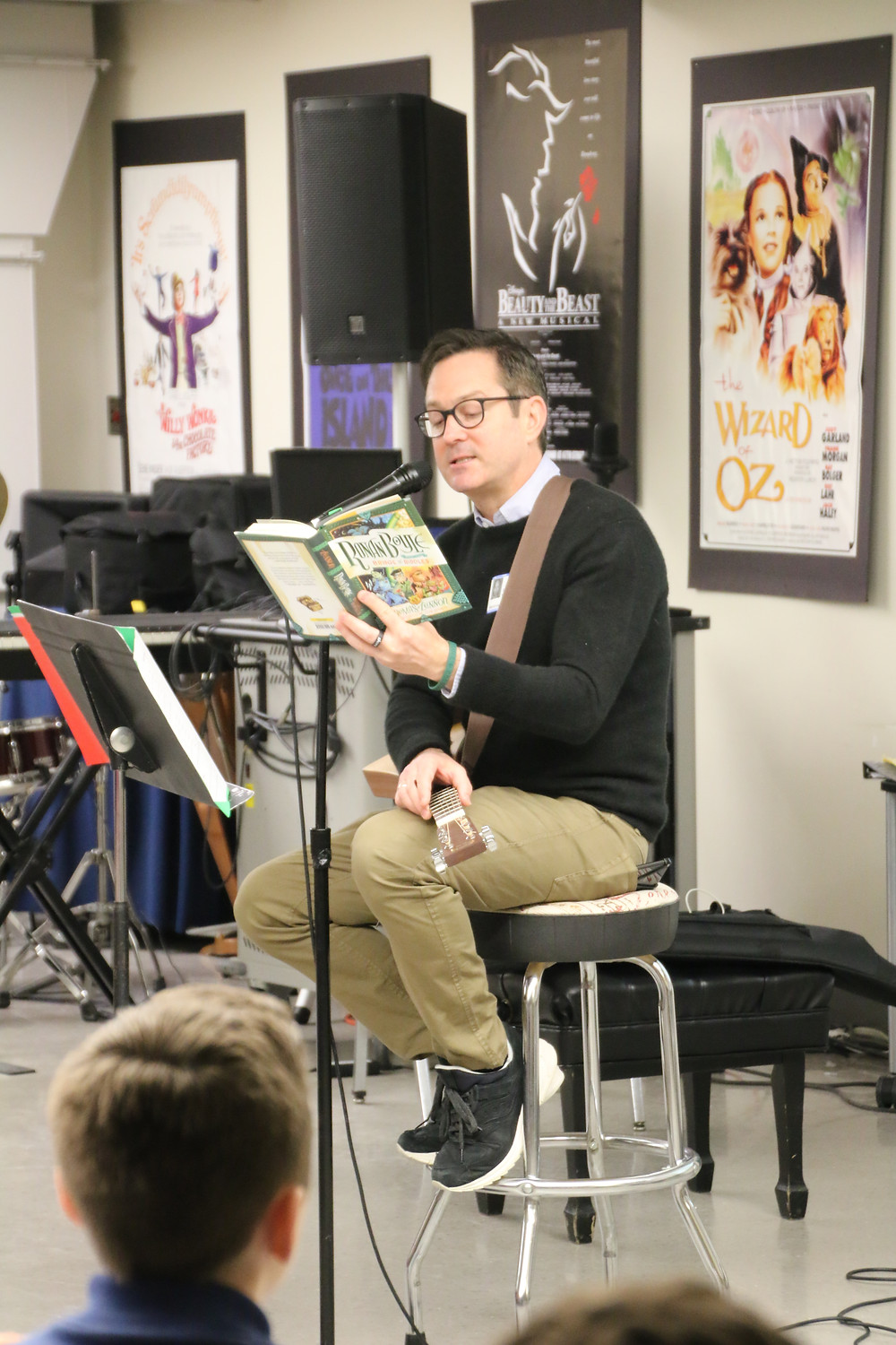 Actor Thomas Lennon reads to WMA student on a book tour.