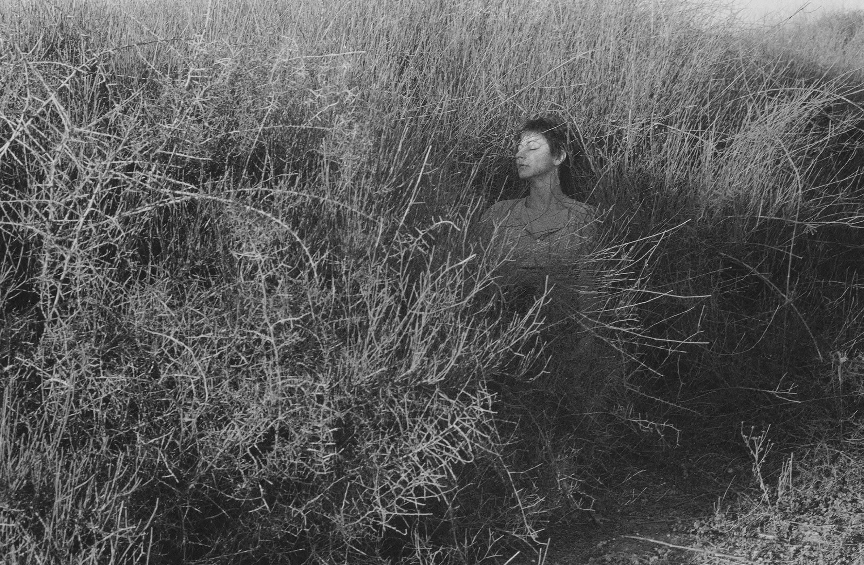 שמחה אישה ושדה
