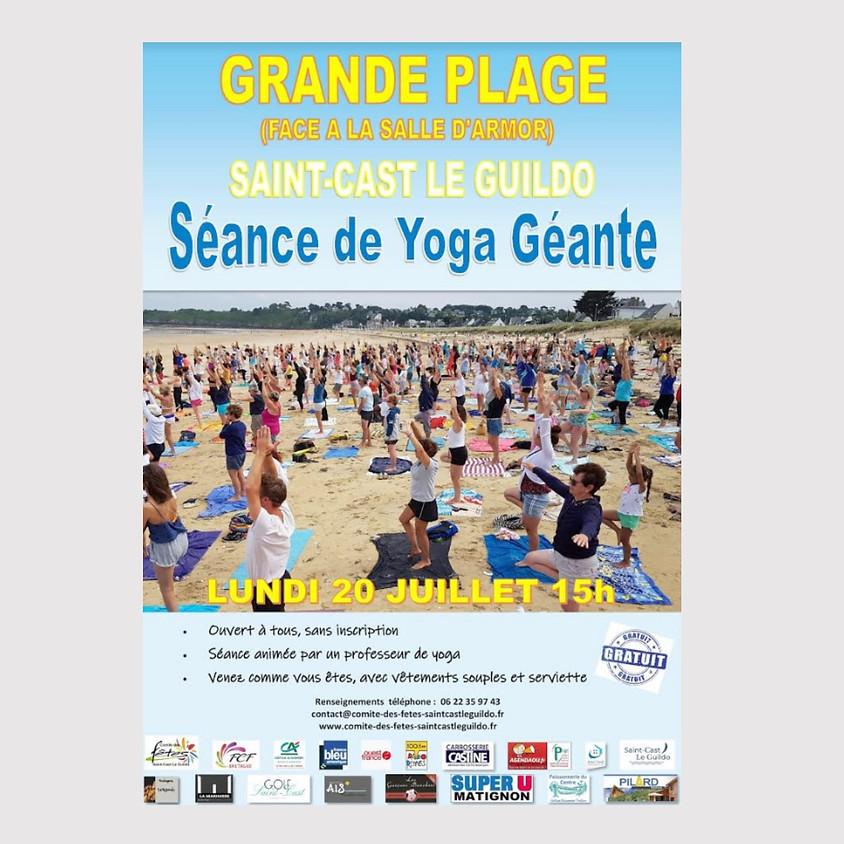 Séance de Yoga géante sur la plage