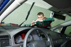 Automobile glazier repair windscreen or