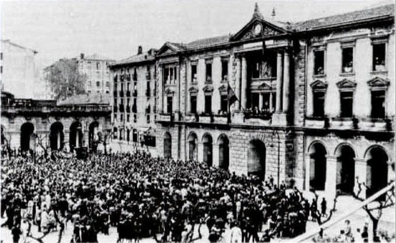 Éibar fue la primera ciudad en alzar la bandera tricolor, la madrugada del martes 14 de abril de 193