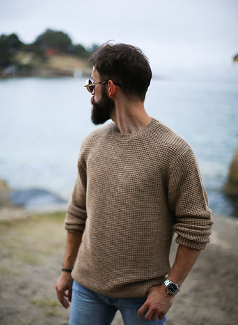 man%20in%20brown%20knitted%20sweater%20n