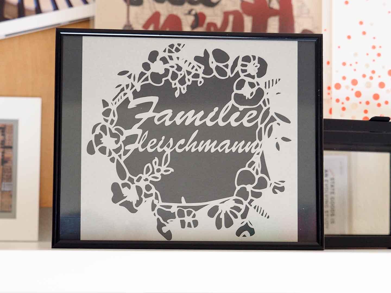 "Blumiger Scherenschnitt ""Familie..."""