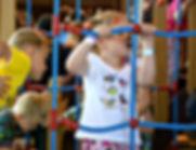 На известной детской выставке мультимир дети лазили по домику Медведя , который похож на настоящий домик медведя в мультфильме Маша и Медведь