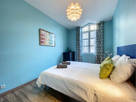 la rénovation de cette chambre a été réalisée par un décorateur d'intérieur à Avignon