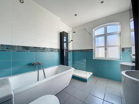 transformation d'une salle de bains moderne
