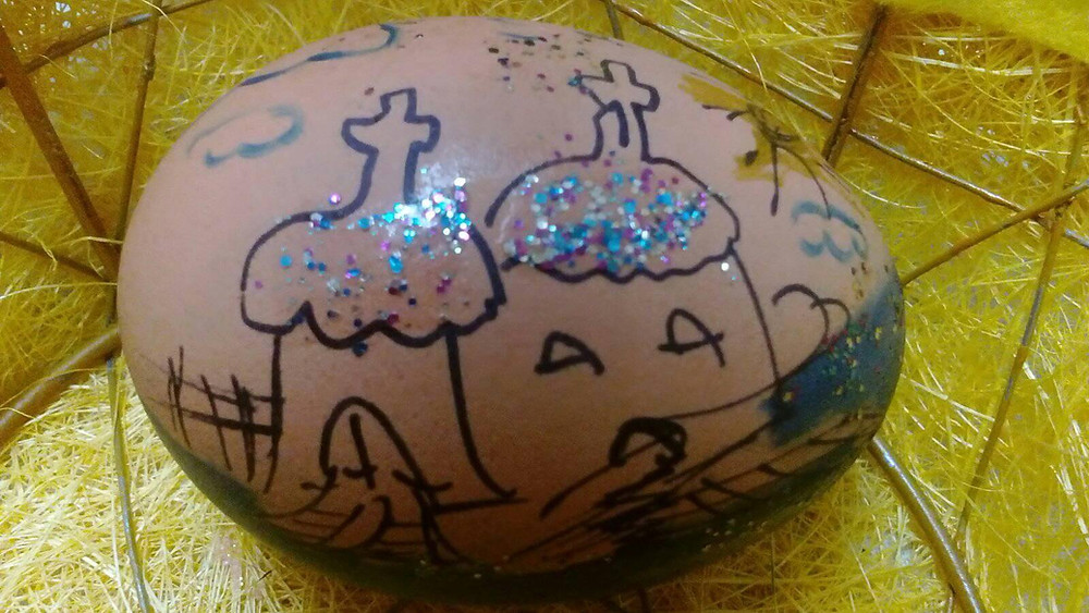 Why not painting your eggs? Ester needs lovely decoration. Start now!