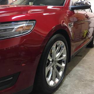 Red ford taurus.jpg