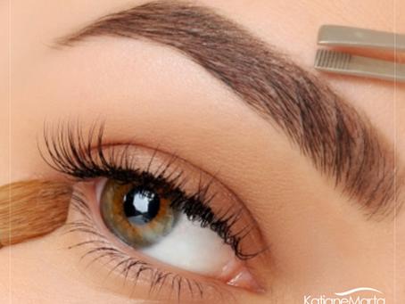 Você sabia que existe um período recomendado para fazer o seu design de sobrancelhas?