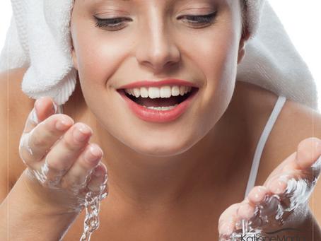 Você sabe como limpar a sua pele antes de dormir?