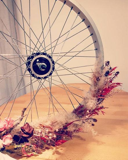 Roue de vélo fleurie