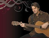 Le chanteur Pierrot Fournier à la guitare