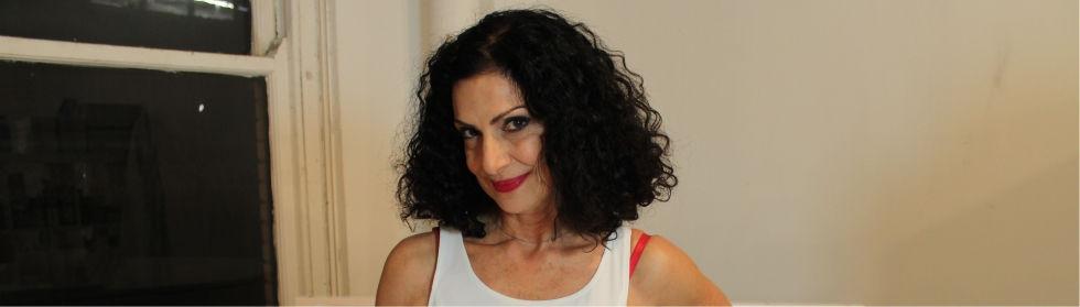 La chanteuse et pianiste Sylva Balassania, photo ambiance