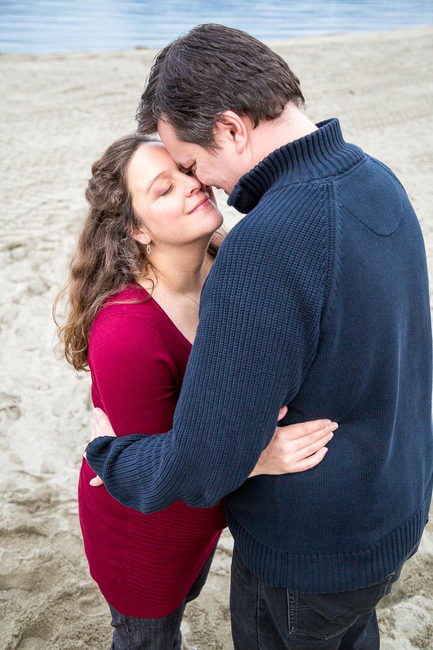 Melanie Beach Maternity Photo Shoot
