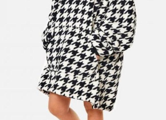 Hoodie blanket black white