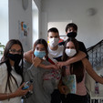 На школском ходнику само у маскама