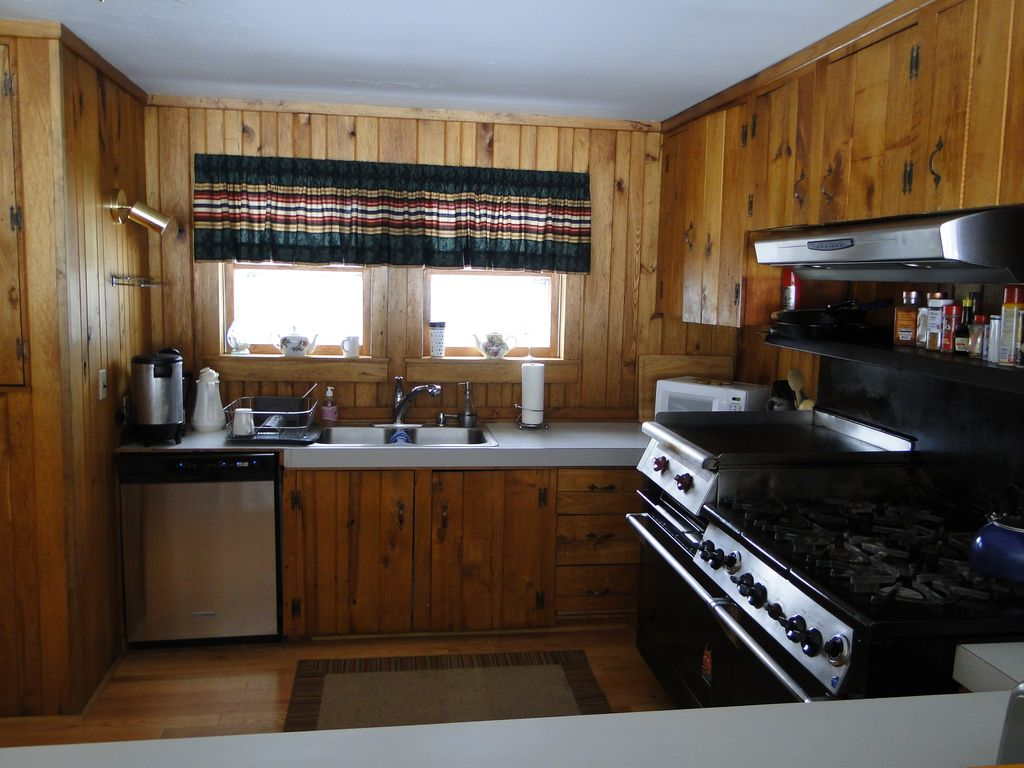 Kitchen with Commercial Grade Stove