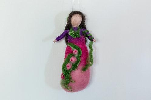 Elfe in kräftigem Lila, pink und rosa verlaufendem Klein