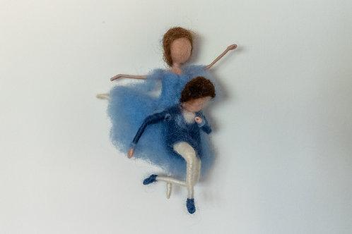 Ausdrucksstarkes Tanzpaar Ballett in blau, hängend