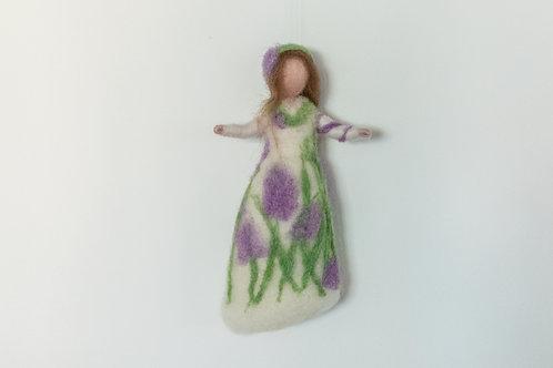 Blumenelfe weißes Kleid, braunes Haar mit  Hyazinthen, hängend