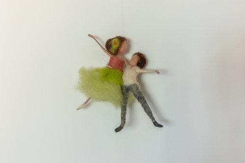Tanzendes Paar in Hebefigur, hängend