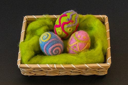 3 Ostereier in kleinem Nest