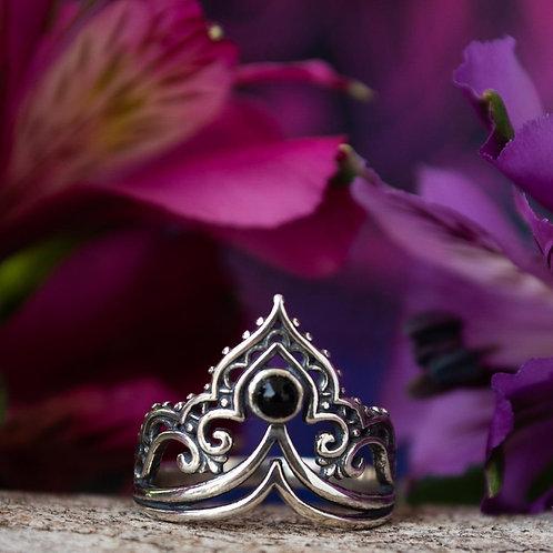 Anel Prata Coroa com Pedra Onix