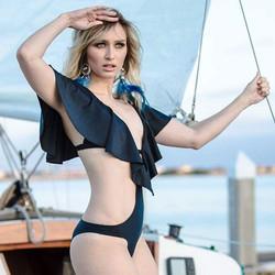 Gorgeous model _daria_amonafe for _riona