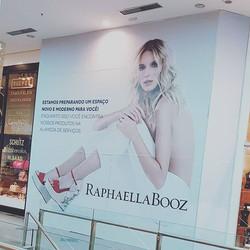 Tapume RafaelaBooz em Adesivo. 🤓👉▶️✅_#parceria #qualidade  www.artepro.com