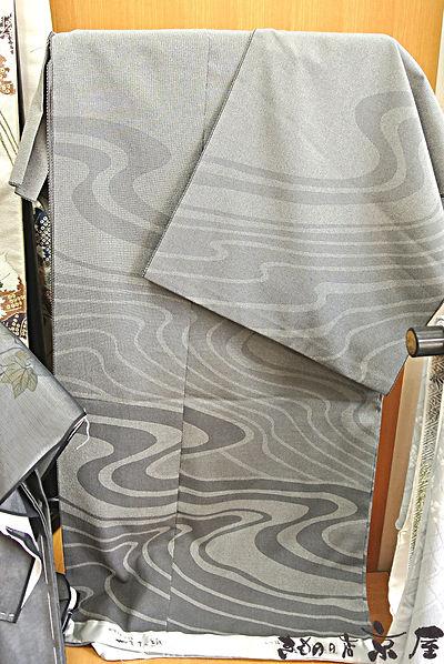 京屋の織のきものは本場塩沢紬やまだ織