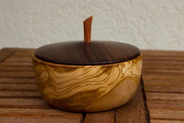 Olivenschale mit Nussbaumdeckel-2.jpg