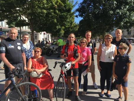 Un cycliste pas comme les autres de passage à Troyes (L'Est Eclair)