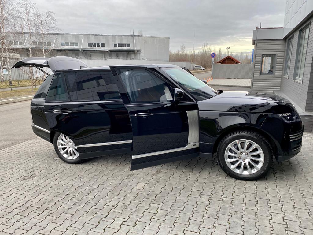 Land Rover Range Rover 2.jpeg