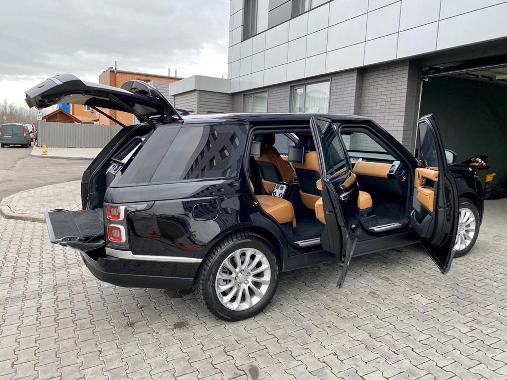 Land Rover Range Rover 3.jpeg