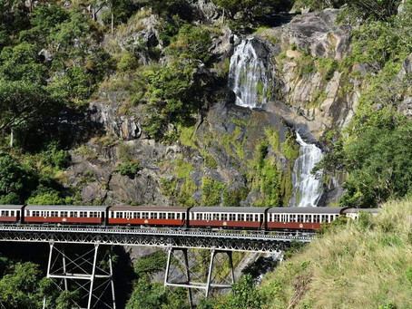 CAIRNS - Kuranda Scenic Railway & Birdworld