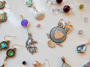 Conoce los diferentes tipos de joyería artesanal que existen.