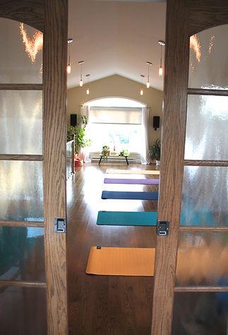 Photo du Studio Daya, préparé pour une séance de yoga