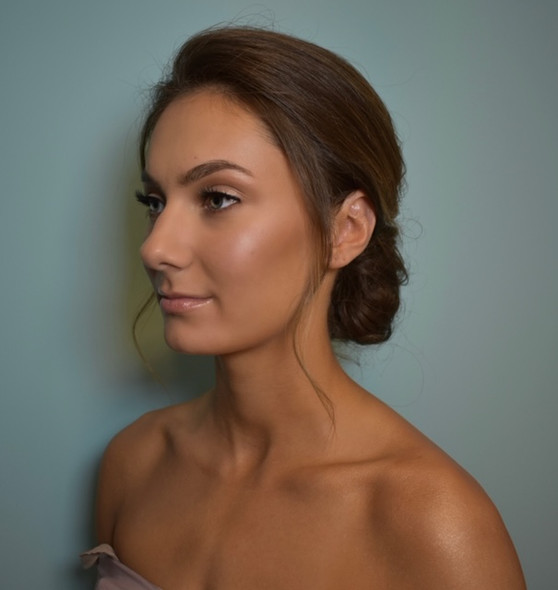 glowy makeup look
