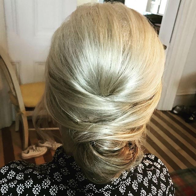 Mother of the Bride updo 💁🏼♀️💕 ._.jp