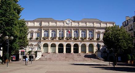 https://upload.wikimedia.org/wikipedia/commons/7/70/Saint-etienne_hotel_de_ville.JPG