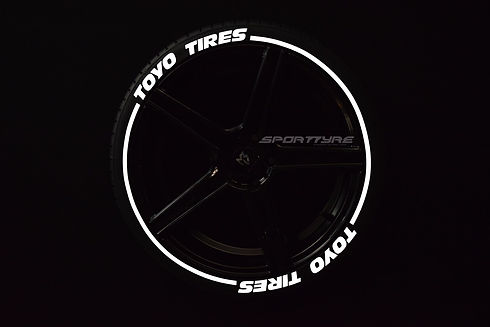 TOYO TIRES con SportTyre EVO3 blanco log
