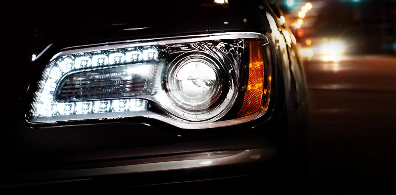 Chrysler-300-SRT8-PureWhite LEDiamond