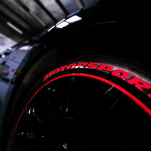 ¿Qué hace tan especiales a las etiquetas para neumáticos SportTyre?