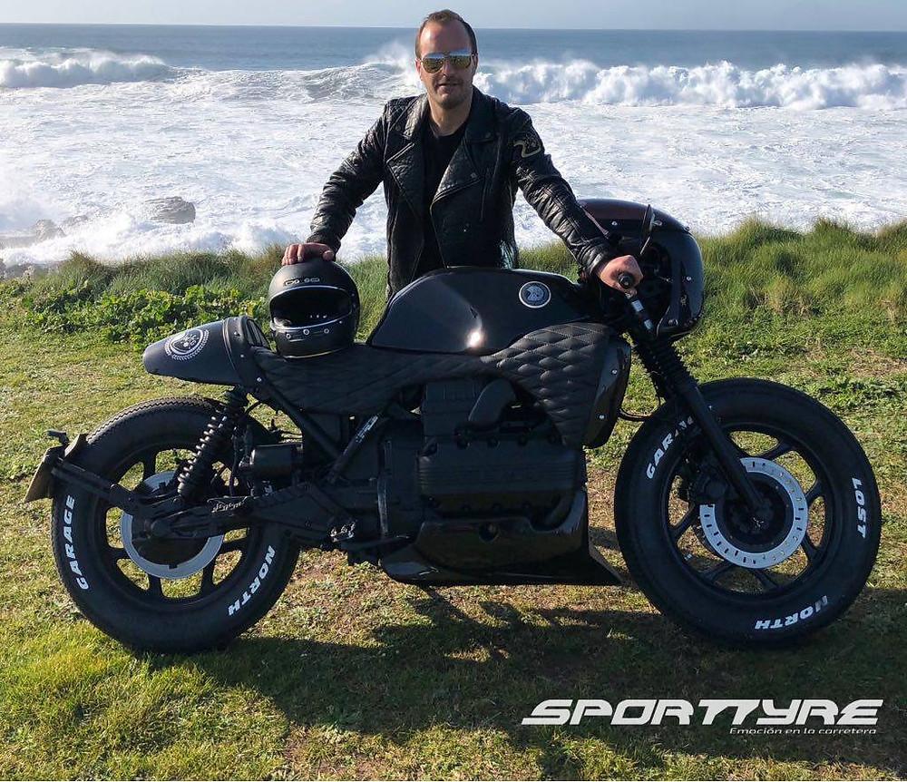 Letras SportTyre en moto