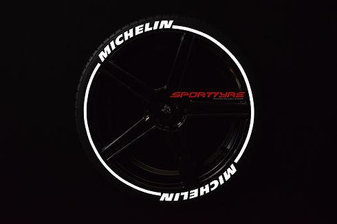 MICHELIN con SportTyre EVO3 blanco logo.