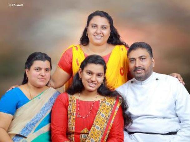 Rev, Dr. PJ Thomas family.jpg