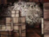 des valises en carton devant le décor de Speedy Graphito