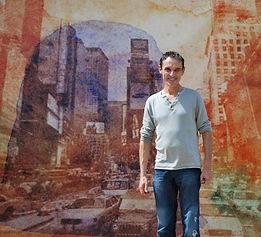 Patrice Mortier lors du montage de l'exposition à Cortiambles