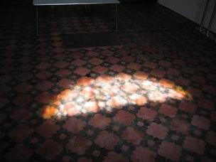 Empreinte de lumière sur le sol de la Chapelle du Carmel